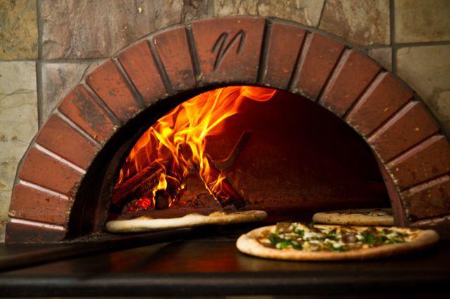 Our Brick Oven Bella Napoli Pizzeria : brick oven1 from bellanapolipizzeria.com size 640 x 426 jpeg 42kB